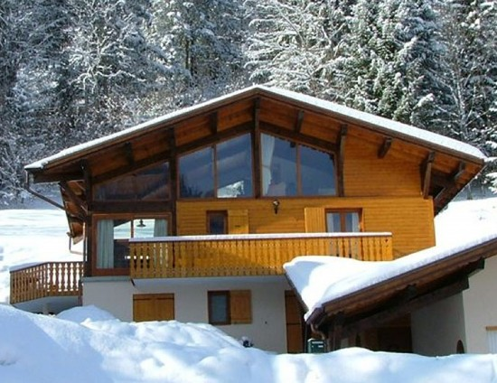 Taking to The Slopes – Essential Ski Equipment and Alternative Accommodation
