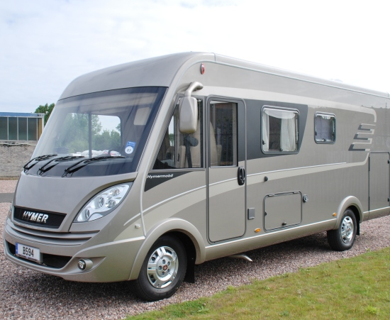 motorhome vs. caravan pros and cons